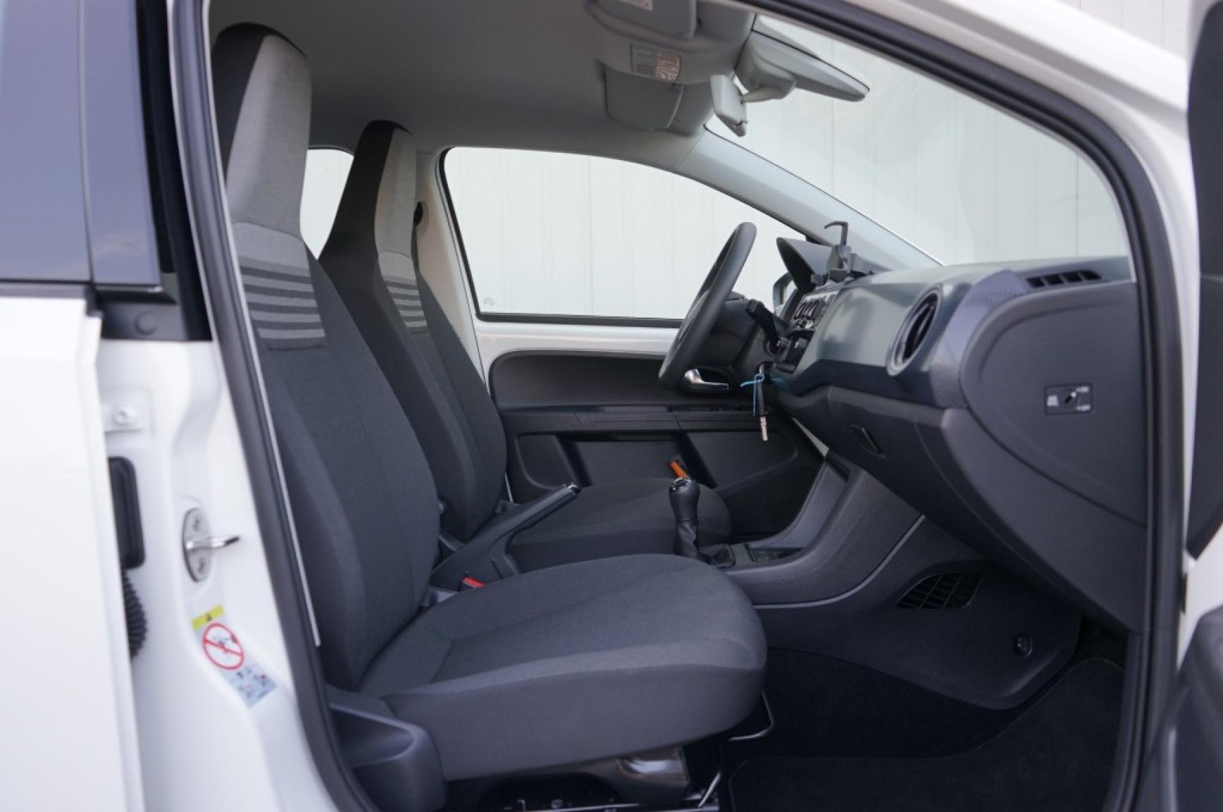 Volkswagen-Up-9
