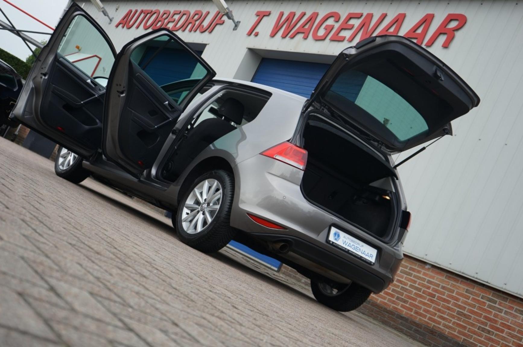 Volkswagen-Golf-31