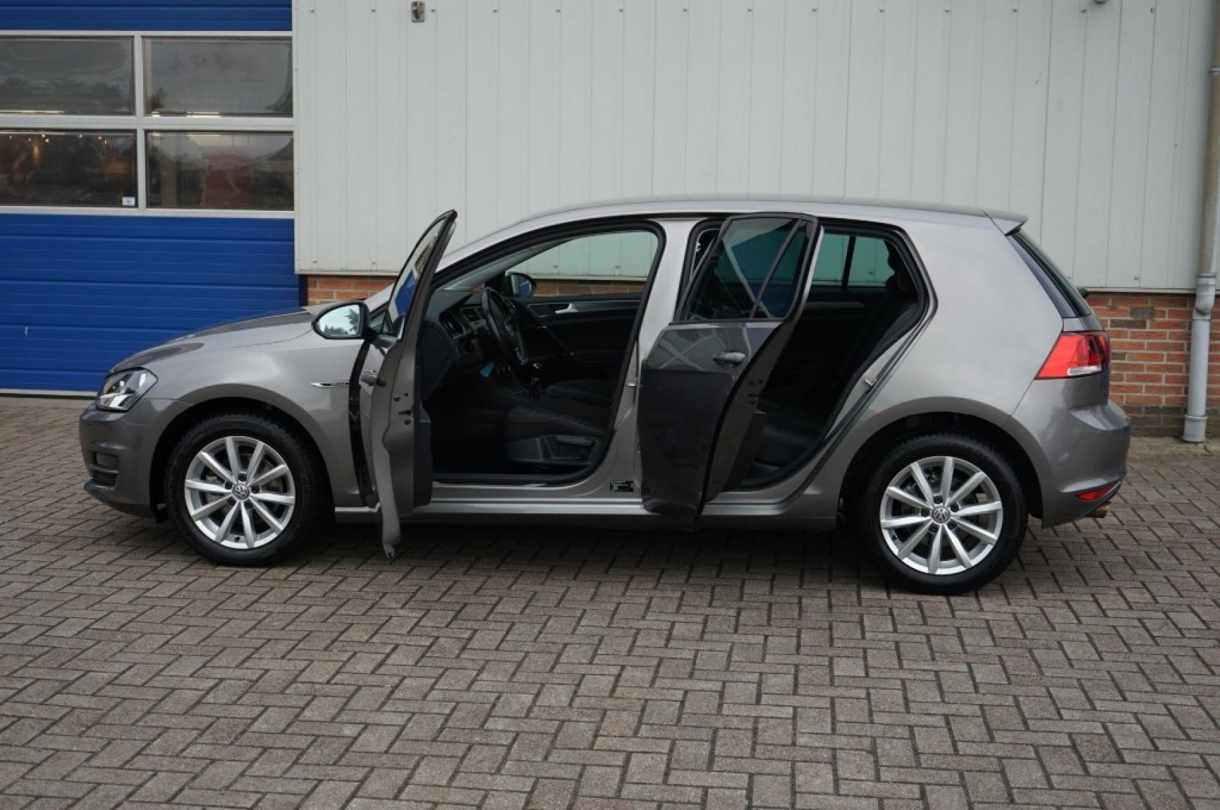 Volkswagen-Golf-32