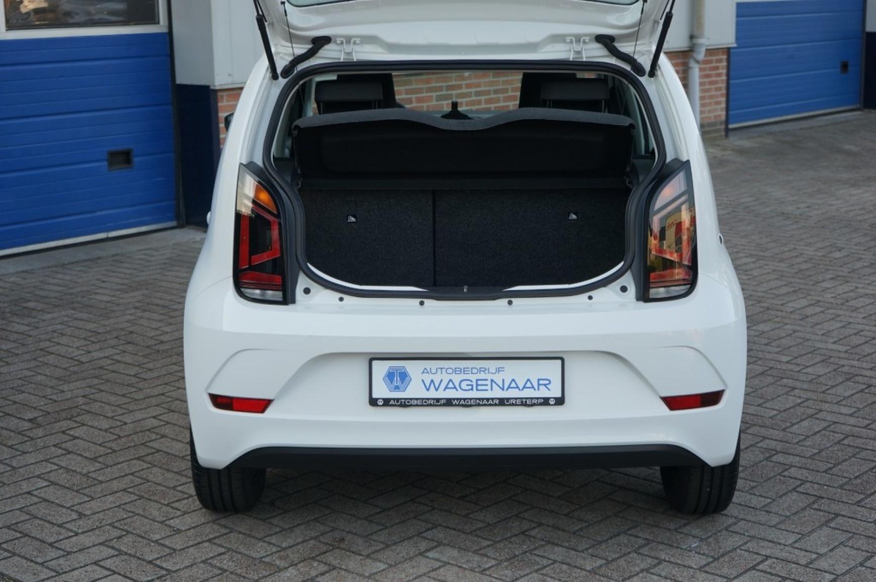Volkswagen-Up-24