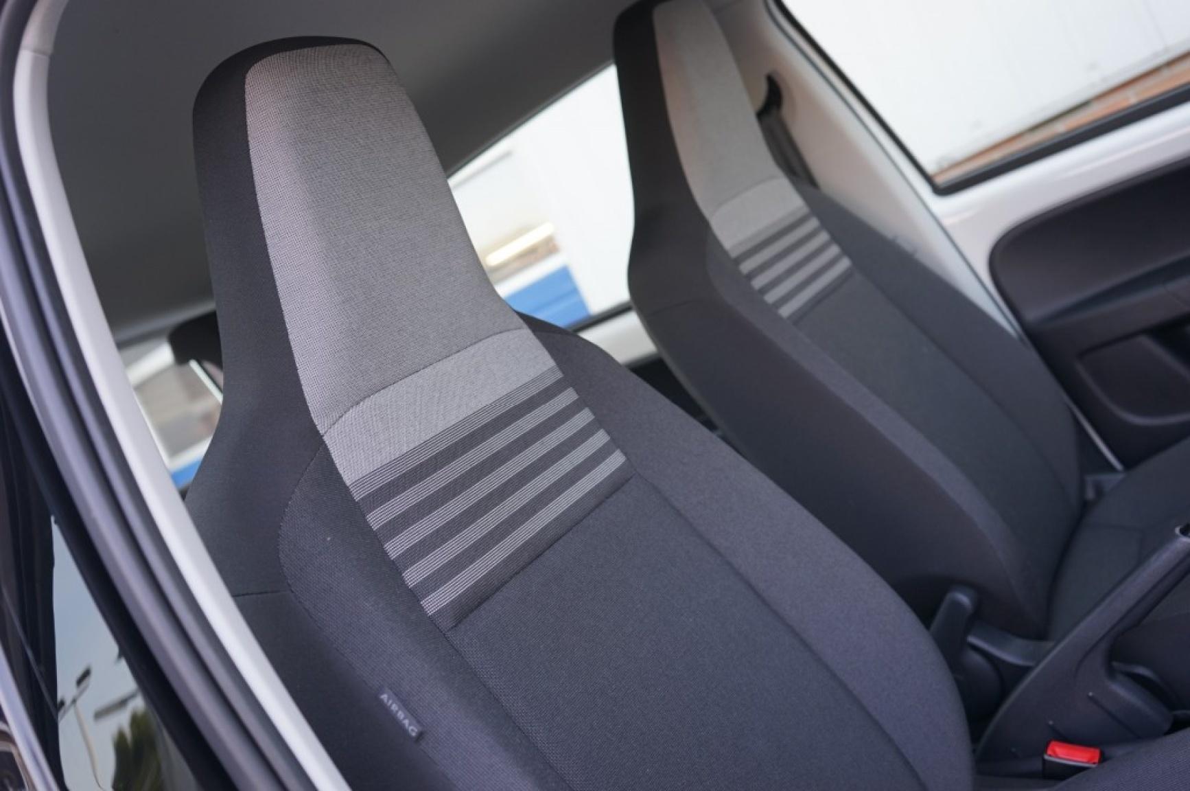 Volkswagen-Up-11